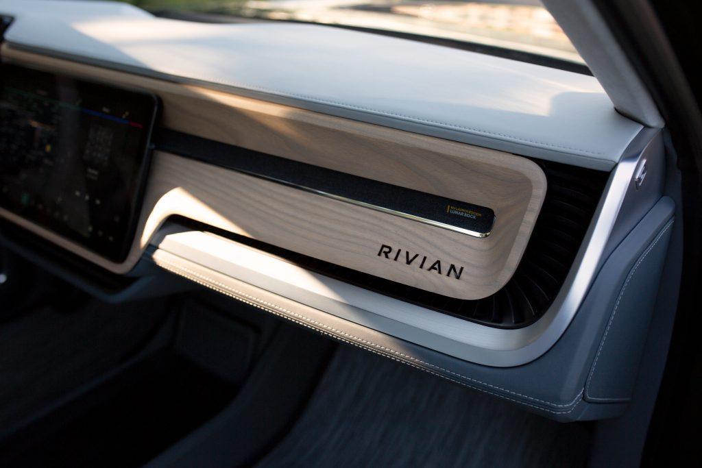 rivian r1s dashboard