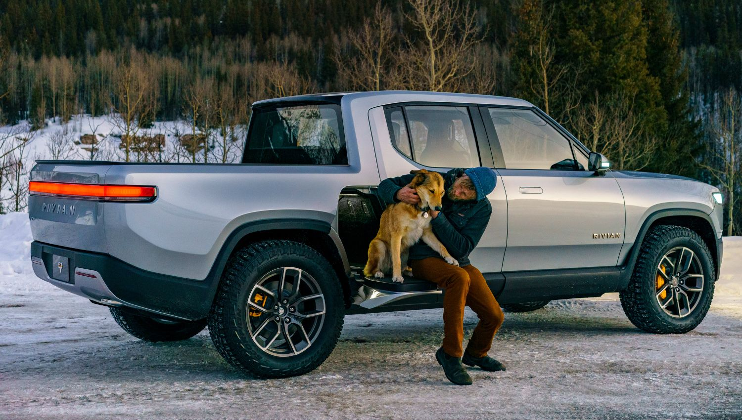 rivian r1t electric pickup truck